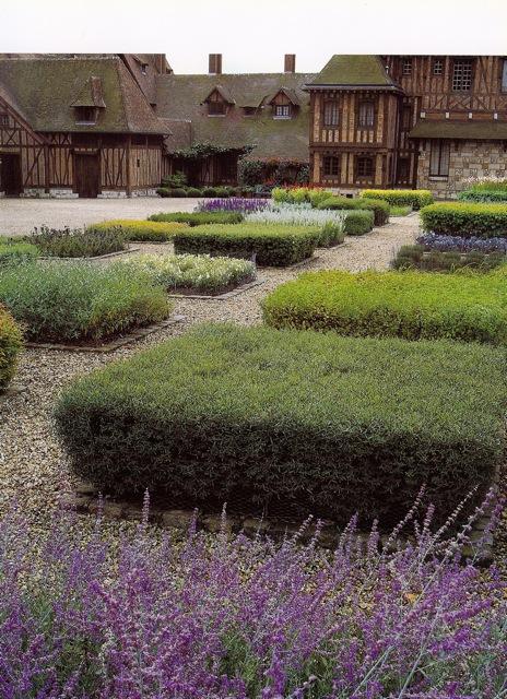 European style vegetable garden design the gardener 39 s eden for French vegetable garden design