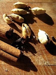 Mulle Cider cinnamon stick, cardamon, cloves
